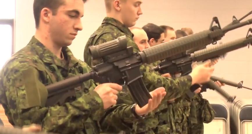 Des membres du du Régiment du Saguenay